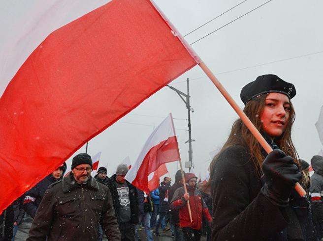 Polonia: sgravi fiscali agli under 26 per limitarel'immigrazione
