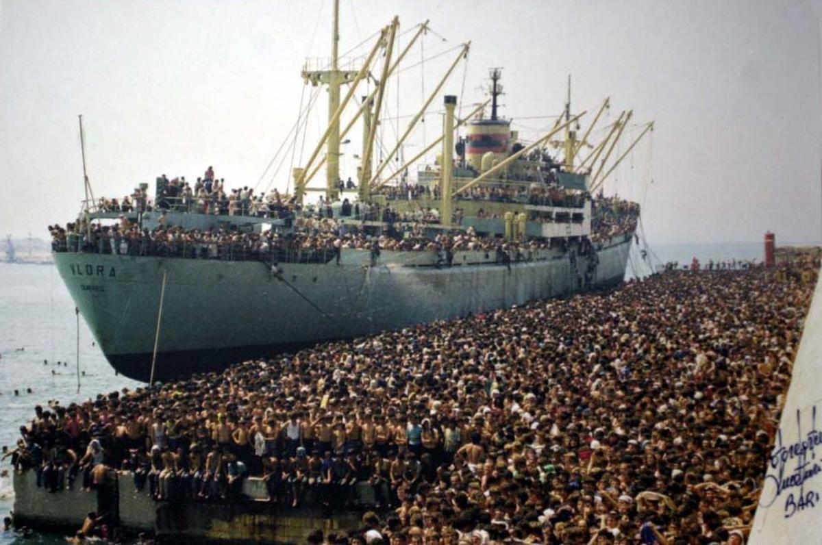 Grecia: barriera galleggiante per chiudere iconfini