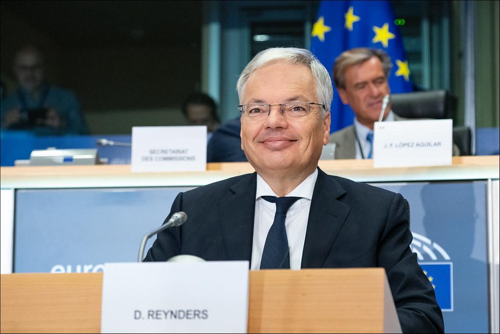 Ue, Reynders chiede un uso appropriato delle app per ilcoronavirus